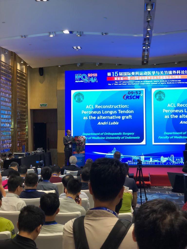 Memberi lecture dalam acara IFOSMA